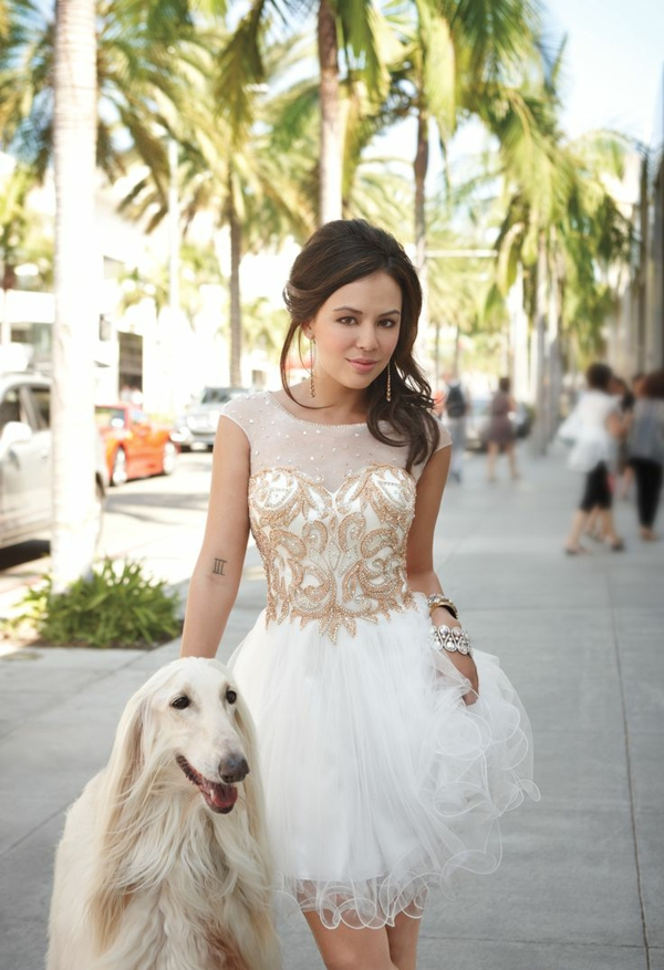 Robe-chic-robe-de-bal-de-promo-chien-blanc-joli
