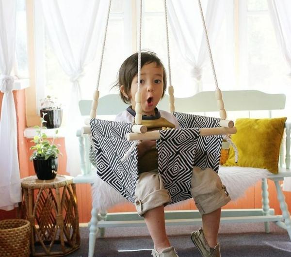 Salle-de-séjour-balançoire-enfant-salle-de-séjour-coussins-amusement