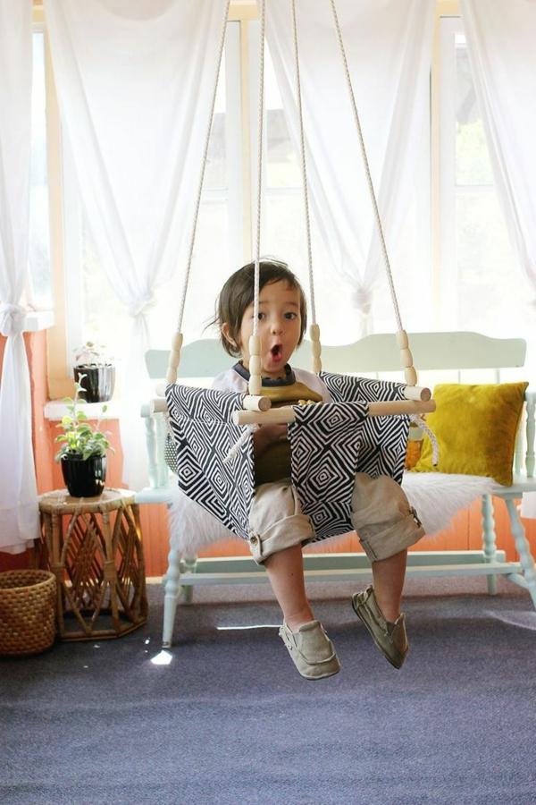 Salle-de-séjour-balancoire-enfant-salle-de-séjour-coussins-amusement