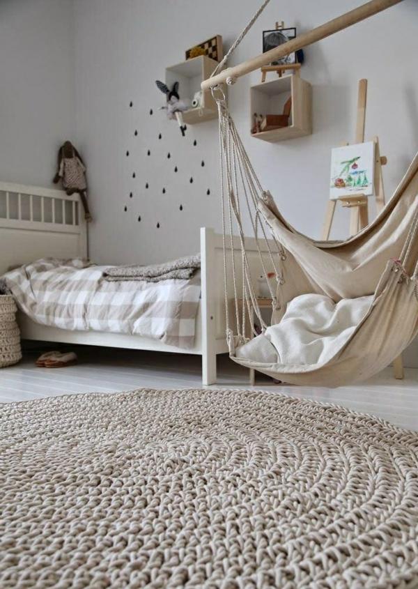 Salle-de-séjour-balancoire-hamac-chaise-tapis-ronde