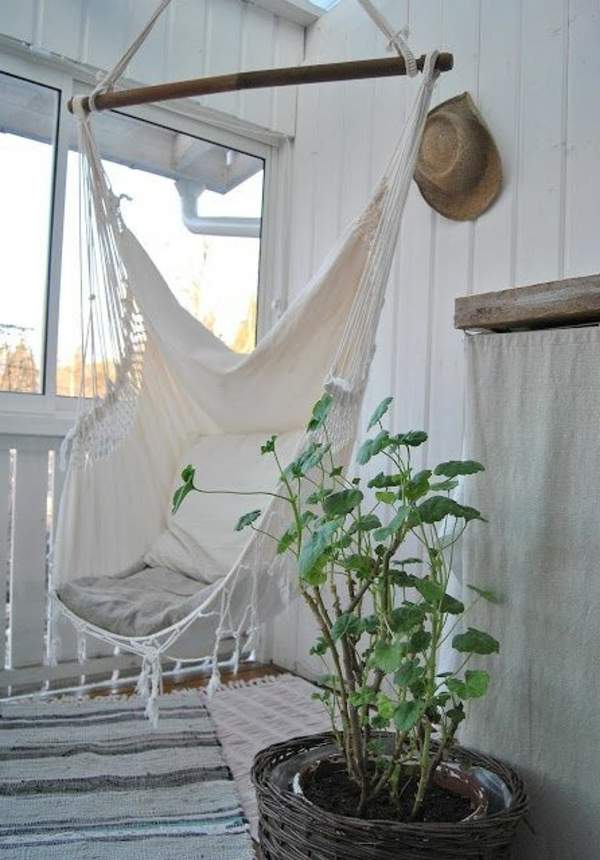 Salle-de-séjour-balancoire-hamac-salon-plante-verte