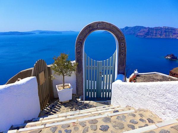 Santorin-un-ile-jolie-destination-touristique-porte