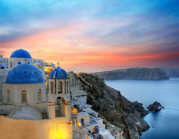 Santorini-sunset-Fotolia-4307913-retouched-resized