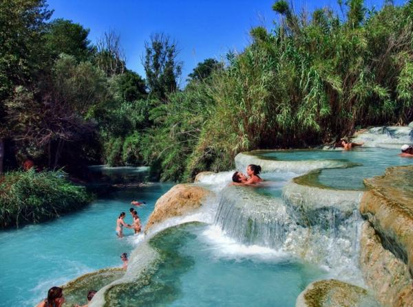 Source d 39 eau chaude 40 destinations de vacances for Petite piscine naturelle