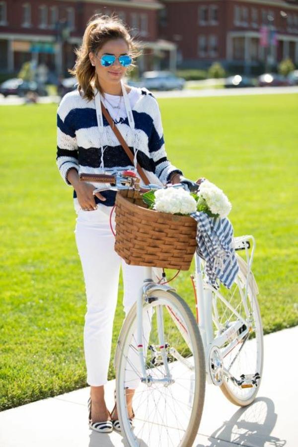 Tenue-cycliste-sport-dans –la-ville-ete-vert-peleuse-resized