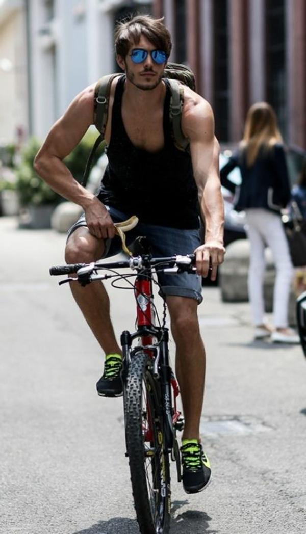 Tenue-cycliste-sport-dans –la-ville-vélo-ete-resized