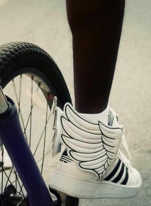 Tenue-de-cycliste-élégante-jolie-baskets-resized