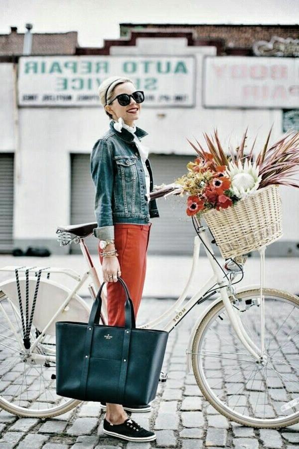 Tenue-de-cycliste-élégante-jolie-fleurs