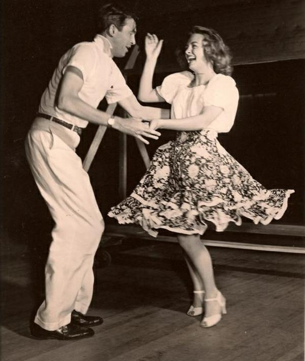 Tenue-de-swing-danse-moderne-et-vintage-danser