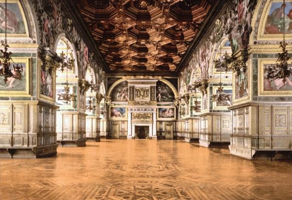 The-Ballroom-Château-Fontainebleau