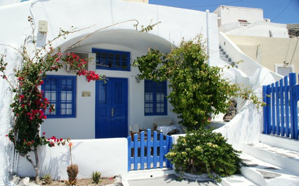 Thira-Haus-in-Santorini-resized
