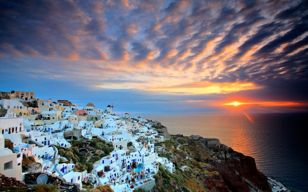 Vacances-à-Santorin-Grèce-mer-egée-couche-de-soleil