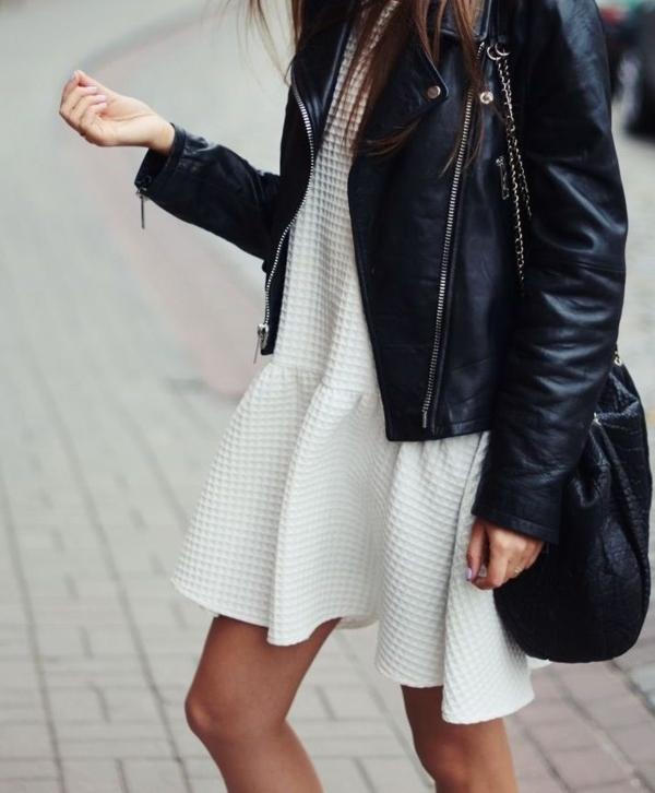Veste-еn-cuir-pour-un-look-cool-robe-blanche