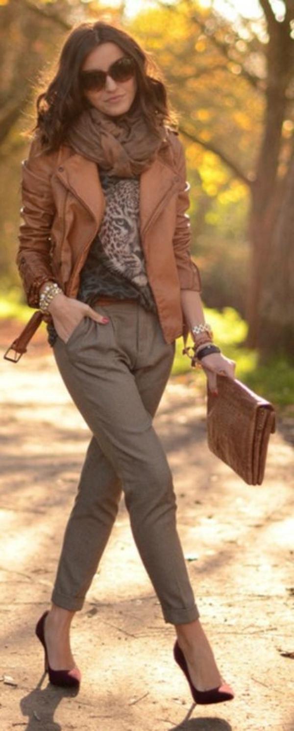 Veste-cuir-vêtement-stylé-élégante-beige