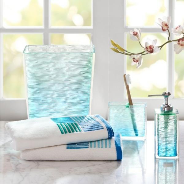 accessoires-de-salle-de-bain-bleus