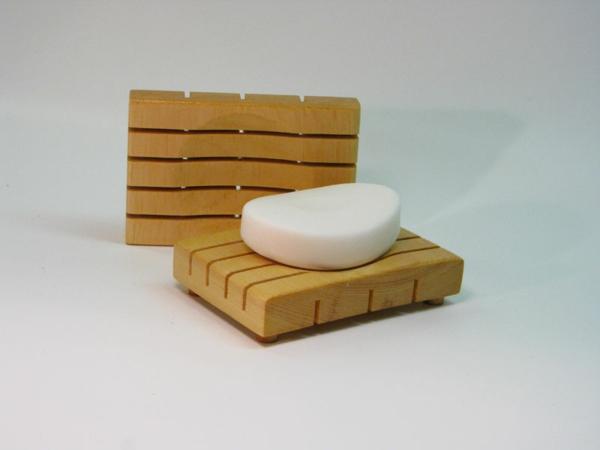 accessoires-de-salle-de-bain-des-porte-savons-en-bois