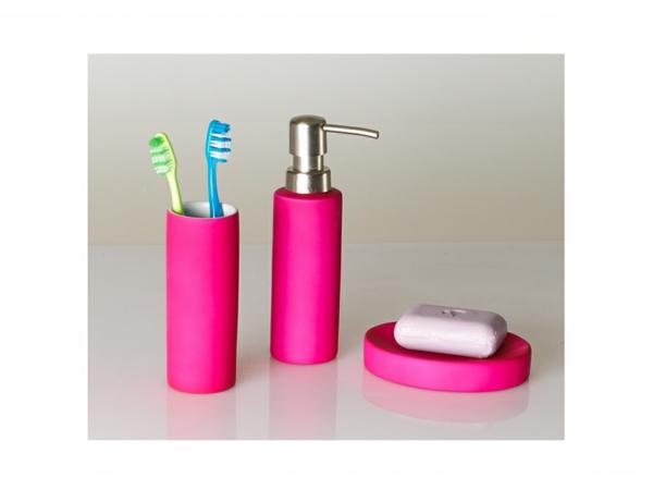 accessoires-de-salle-de-bain-en-rose-éclatant