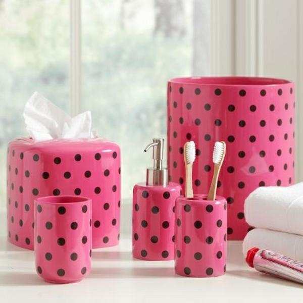 accessoires-de-salle-de-bain-roses-pointillés