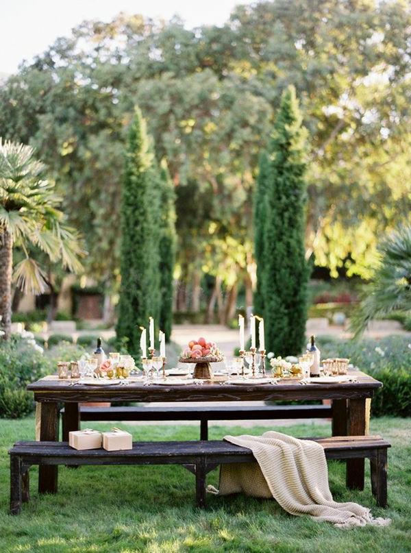 aménagement-jardin-maison-table-bois