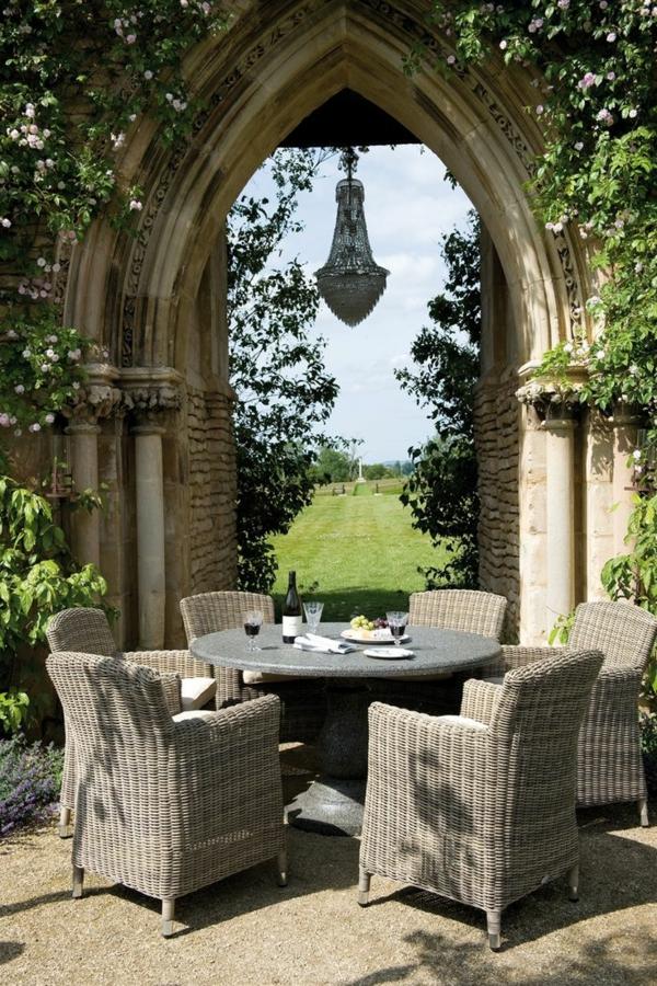 aménager-son-jardin-table-chaises