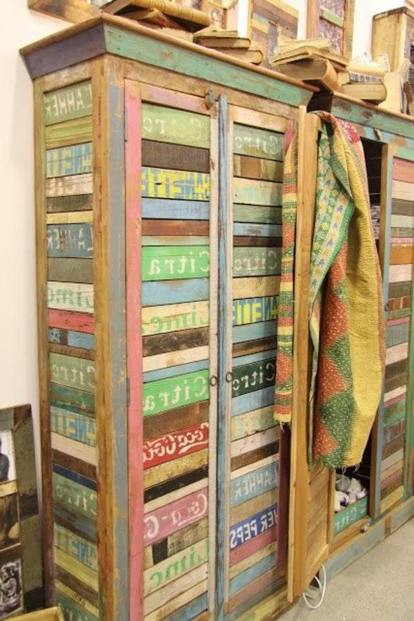 ancienne-armoire-colorée