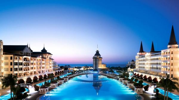 antalya-mardan-palace-piscine-hotel-touristes