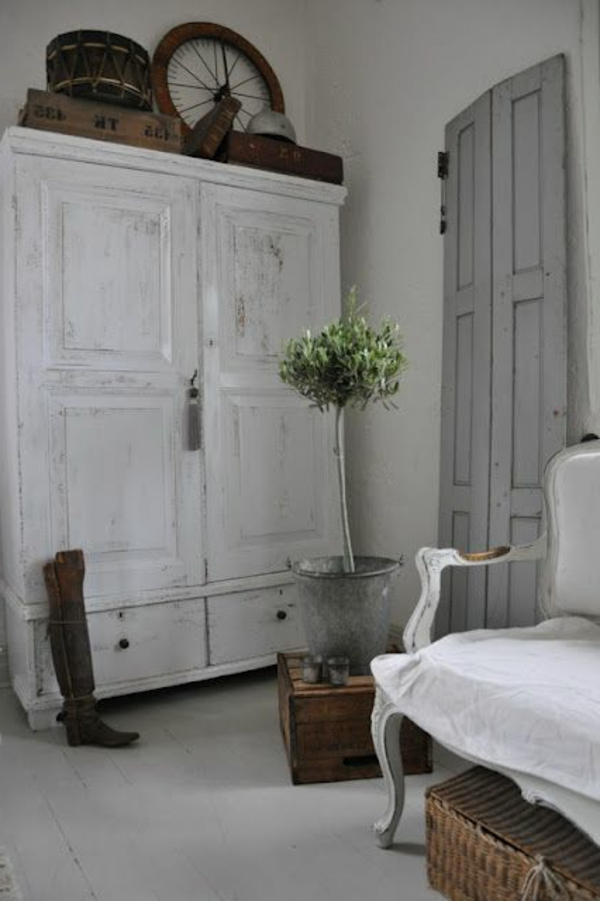 armoire-ancienne-blanche