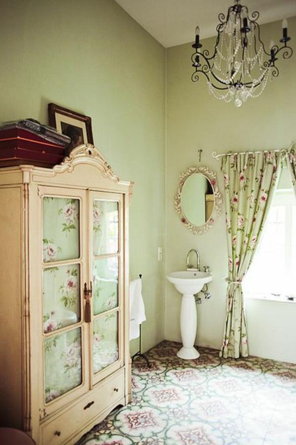 armoire-ancienne-salle-de-bain