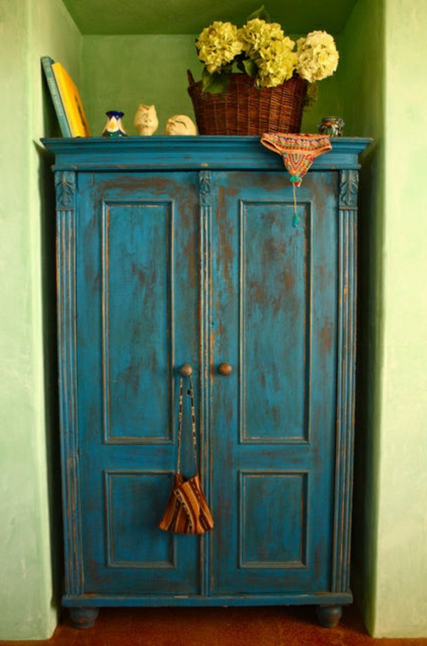 armoire-ancienne-vintage-bleu-chambre