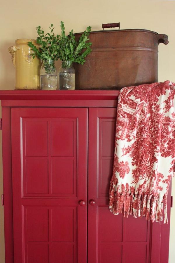 armoire-rouge-intérieur-moderne