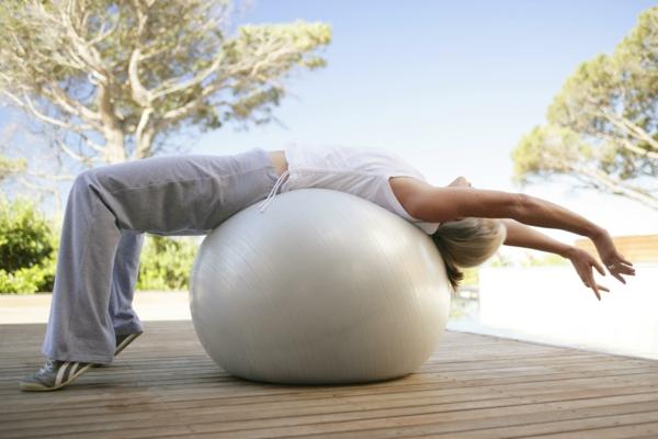 ballon-de-gymnastique-décontraction-de-l'estomac
