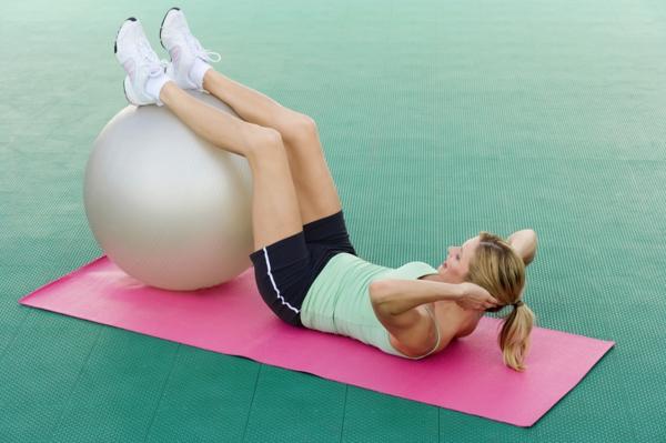 ballon-de-gymnastique-entraînement-de-ventre