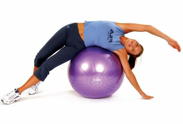 ballon-de-gymnastique-exercice-de-fléxibilité