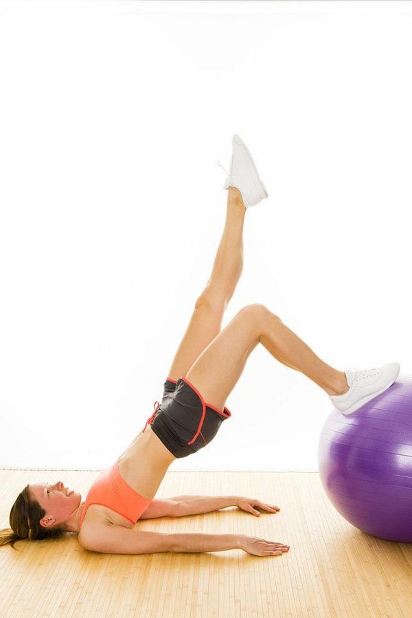 ballon-de-gymnastique-exercice-pour-les-fesses