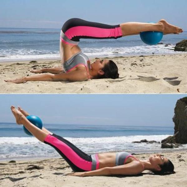 ballon-de-gymnastique-exercices-sur-la-plage