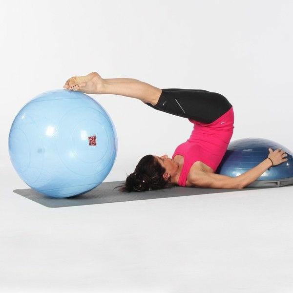 ballon-de-gymnastique-flexibilité-avec-un-ball-de-gym