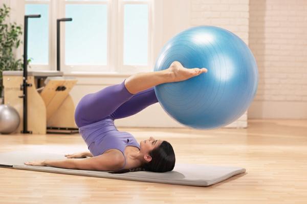 ballon-de-gymnastique-flexibilité-et-force