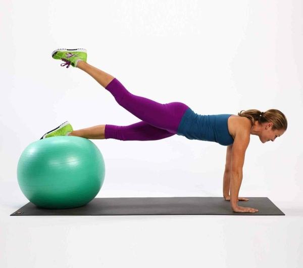 ballon-de-gymnastique-pose-planche