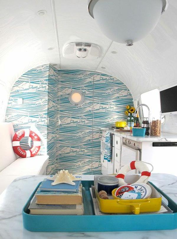 beau-aménagement-fourgon-intérieur-camping