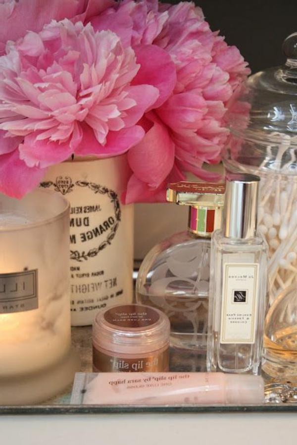 beauté-table-maquillage-fleurs-rose