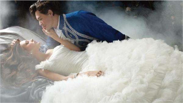 belle-couple-robe-de-mariée-inspirée-par-les-princesses-de-disney ...