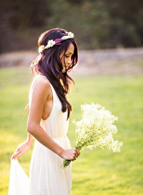 belle-femme-robe-de-mariée-fleurs-accessoires-peleuse-vert