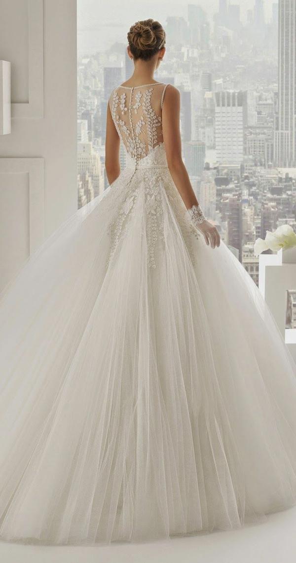 belle-le-jour-du-mariage-avec-une-robe-princesse