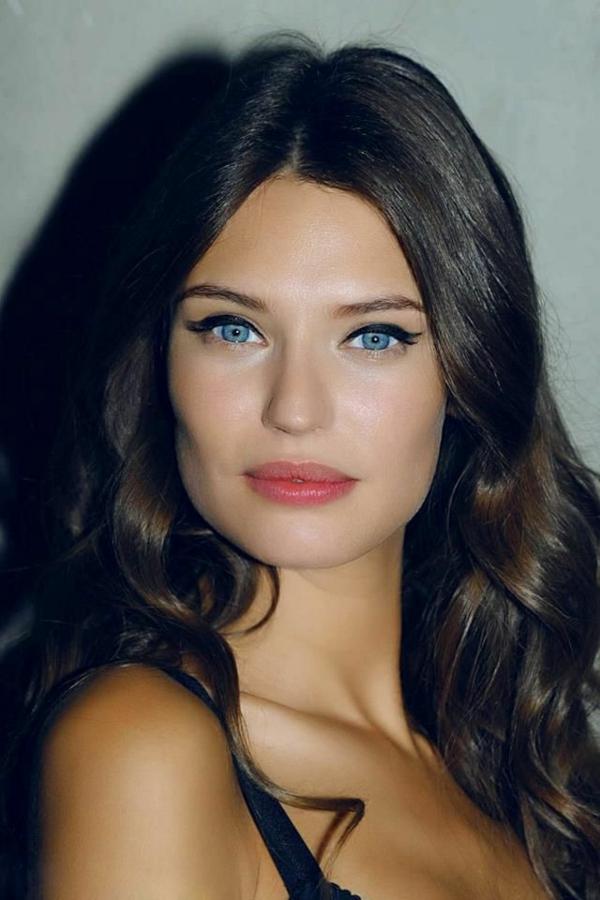 bianca-balti-yeux-bleus