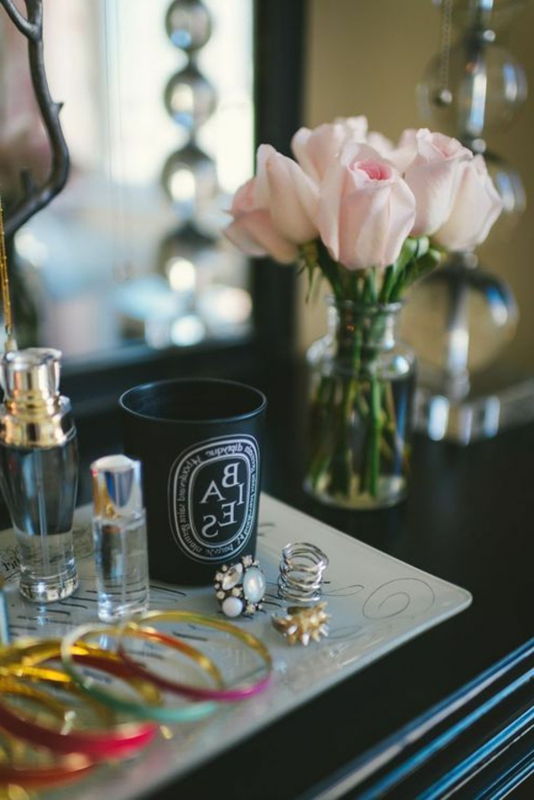 bijoux-coiffeuse-noire-fleurs