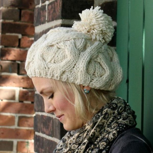 bonnet-en-crochet-chapeau-blanc-pompon