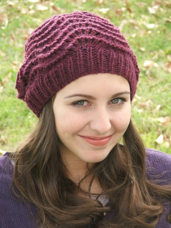 bonnet-en-crochet-en-couleur-bordeau