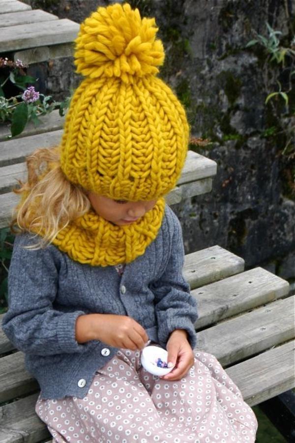 bonnet-en-crochet-un-bonnt-pompom-jaune