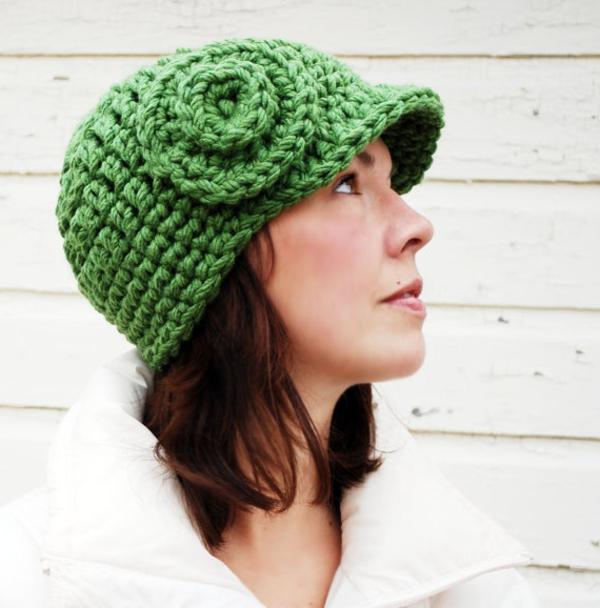 bonnet-en-crochet-vert-avec-fleur