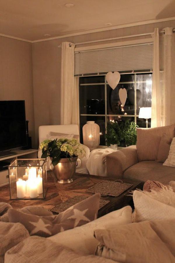 bougies-décoratives-salle-de-séjour-sofa-coussins
